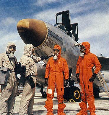 [ DIVERS - LES FLOTILLES ET ESCADRILLES ] Tenues des pilotes années 60 en Polynésie... Equipage_vautour
