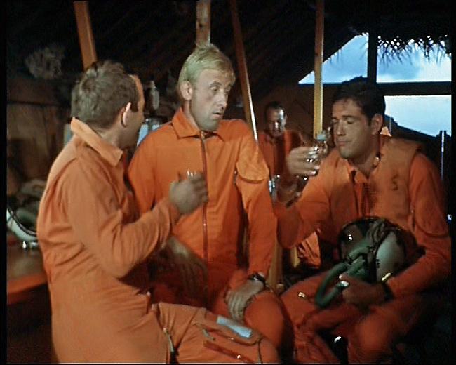 [ DIVERS - LES FLOTILLES ET ESCADRILLES ] Tenues des pilotes années 60 en Polynésie... T_et_l_nbc01